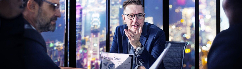 Online broker percakapan di kantor